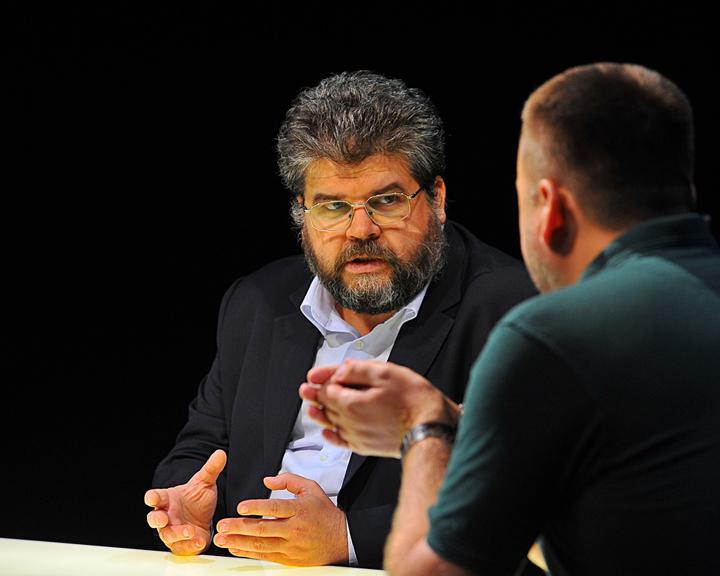 Українська дипломатія: де тонко, там і рветься?