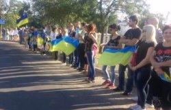 Живий ланцюг у Маріуполі та мітинг в Одесі: люди протестують проти російського вторгнення